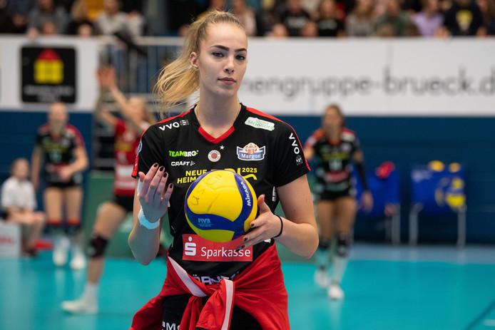 Laura de Zwart in het shirt van haar Duitse club Dresdner.