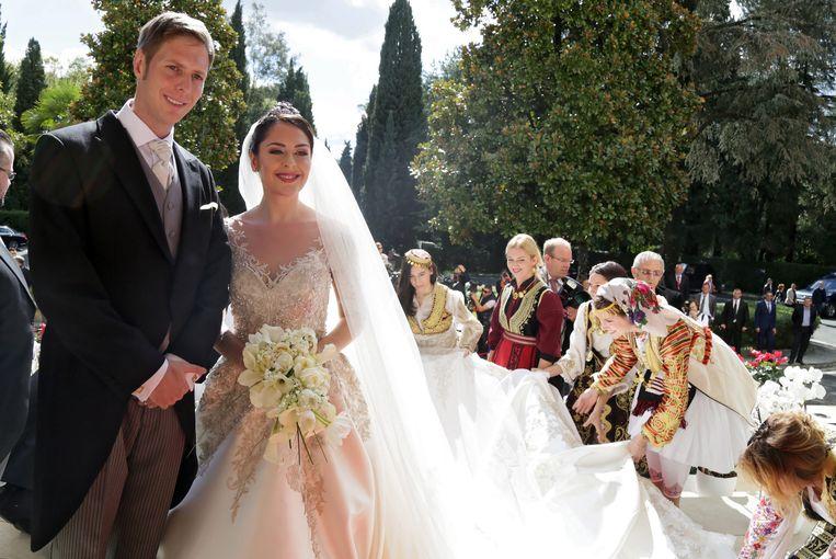 De Albanese kroonprinses Elia met haar echtgenoot, kroonprins Leka II, op hun huwelijksdag.