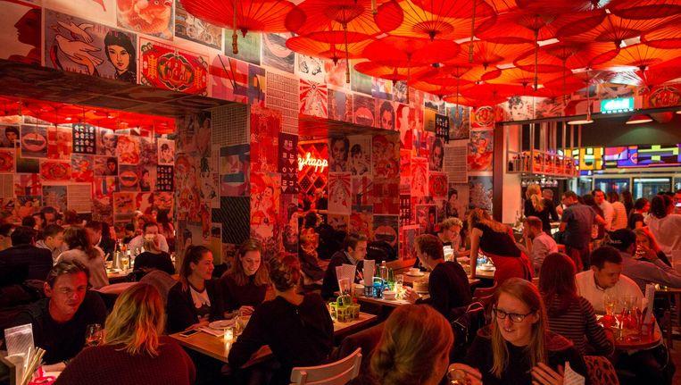 De formule in het restaurant blijft hetzelfde: shared dining in een kleurrijke bedoening. Beeld Rink Hof