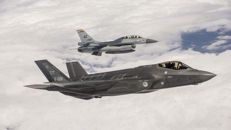 De eerste F-35 die aan Nederland is geleverd, vliegt boven de Amerikaanse luchtmachtbasis Edwards. Beeld Ministerie van Defensie