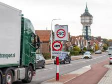 Verbod op vrachtwagens in Buys Ballotstraat in Goes is voor veel truckers nog even wennen