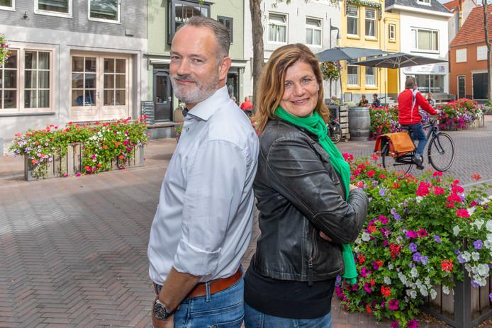 Roland Goovers en Charlotte Thissen op de Vlasmarkt in Goes.
