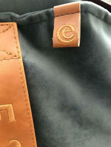 De poefen hebben zelfs het logo van de Efteling.