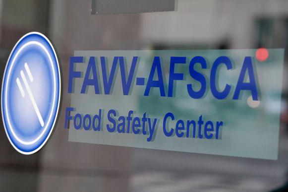 Een Chinees restaurant werd met onmiddellijke ingang gesloten door gebrek aan voedselveiligheid en het ontbreken van de inschrijving in het handelsregister.