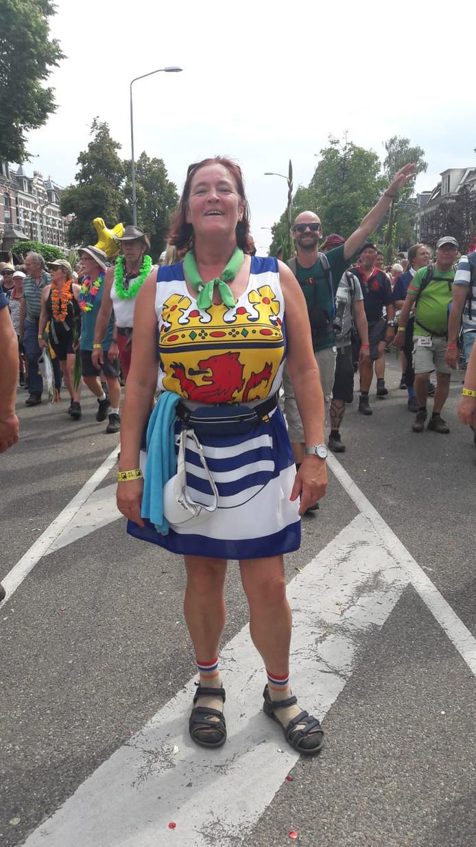 Ina Verheul (53) uit Vlissingen. 'Ik kan nog wel een dansje doen.'