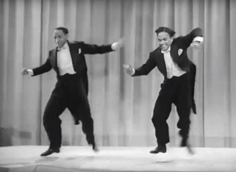 De Nicholas Brothers in 'Stormy Weather', volgens Fred Astaire de allerbeste dansscène ooit. Beeld Trouw