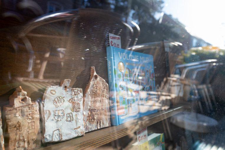HEIST-OP-DEN-BERG Kunst van de Academie in vitrines van handelaars: bij 't Voorwoord