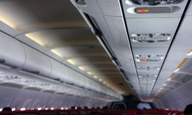 Dronken Dansende Passagier Doet Vliegtuig Rechtsomkeer Maken