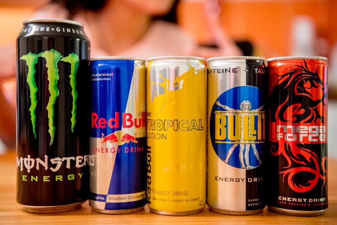 Het Voedingscentrum adviseert kinderen onder de 13 jaar om geen energiedrankjes te drinken en jongeren boven die leeftijd slechts een blikje per dag.