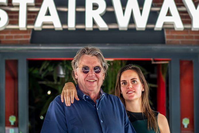 Henk Westbroek doet café Stairway over aan zijn dochter Chrissie.