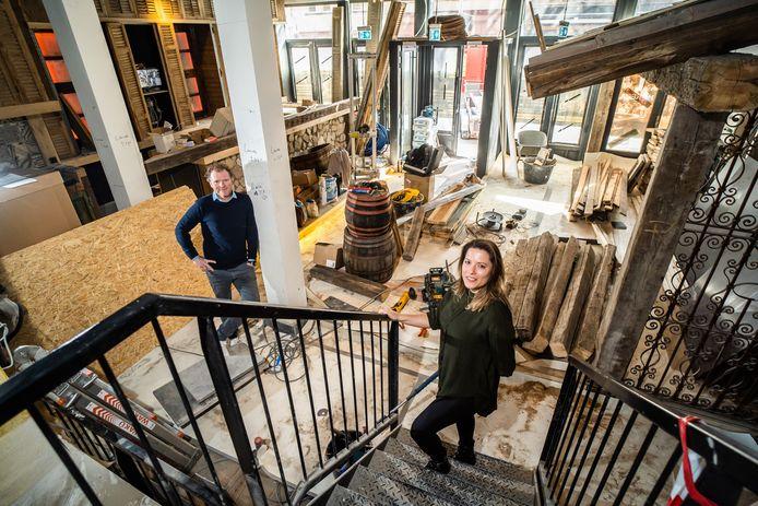 Ondernemersduo Dagmar Mous  en René Lancee in hun Rodeo Grill restaurant in aanbouw aan de Pauwstraat in Arnhem.