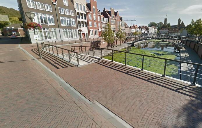 Het bestraten van de Overdambrug in Hulst moet opnieuw.