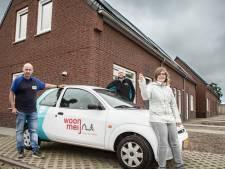Bewoners krijgen sleutel van nieuwbouwhuizen 't Veldje in Boerdonk