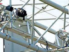 Politie start proef met flitscamera's tegen appen achter stuur