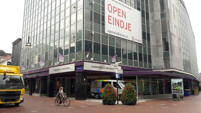 De hoofdingang van de voormalige V&D in Eindhoven (archieffoto).