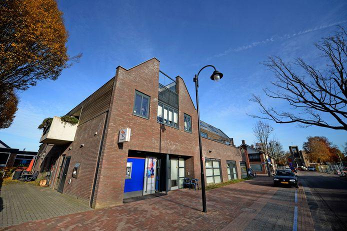 De appartementen boven de voormalige Rabobank in Weerselo waren de inzet van een juridische procedure.