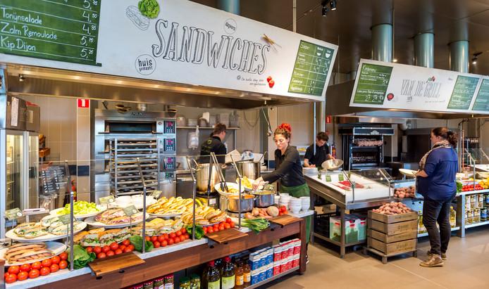 La Place Trekt In Bij Warenhuis Hudsons Bay Economie Adnl