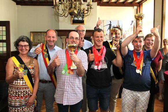 Eeklo brengt hulde aan de medaillewinnaars van de Special Olympics.