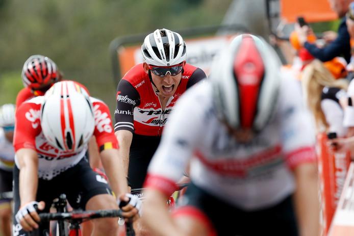 2019-04-24 16:22:49 HOEI - Bauke Mollema komt over de finish op de Muur van Huy tijdens de wielerklassieker de Waalse Pijl. ANP BAS CZERWINSKI