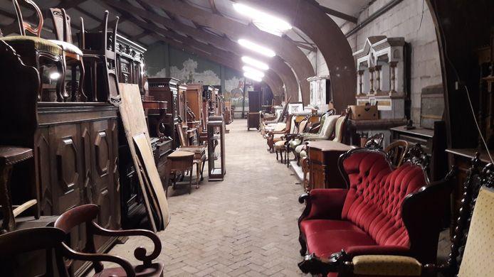 Een klein deel van de meubelstukken van Roel Praagman in Schijndel.