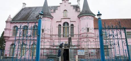Roze Kasteel in de steigers; sloop en restauratie van start