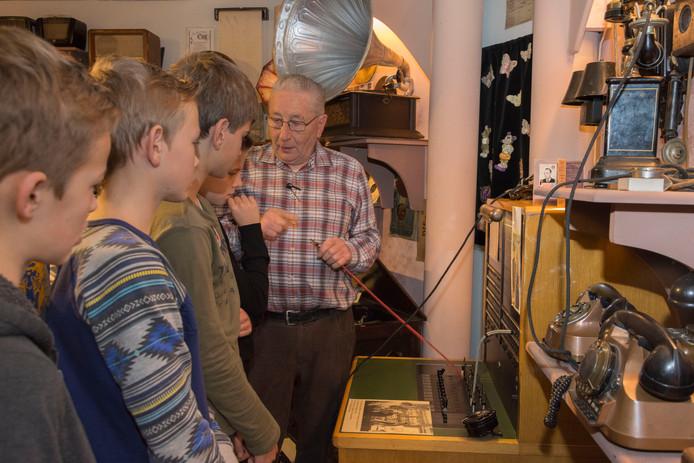 Henk Joosten in zijn museum in Neerkant