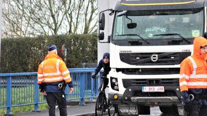 """Reconstructie op Gistelbrug: kon de trucker de fietser (16) zien? """"Ongeval is te wijten aan slechte infrastructuur"""", zegt een verkeersexpert"""