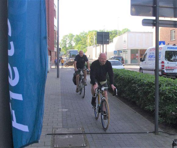 De Fietsersbond test de fietstelmeter uit .