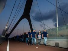 Dutchbatters lopen de Sunset March: 'Tradities maken mogelijk terug te gaan naar wat we beleefd hebben'