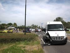 Botsing tussen auto en bestelbus in Geertruidenberg
