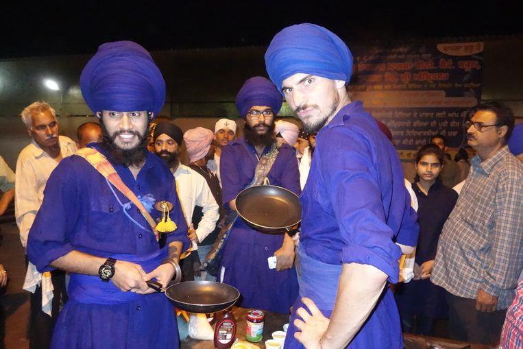 Met de sikh bij hun Gouden Tempel. Beeld Willem Dieleman