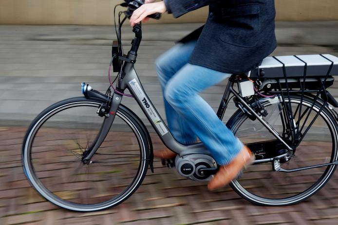 Rijwielzaken uit Hardenberg, Nieuwleusen en Slagharen die een elektrische fiets aan de 51-jarige Henk B. verhuurden, zagen hun eigendom niet meer terug.