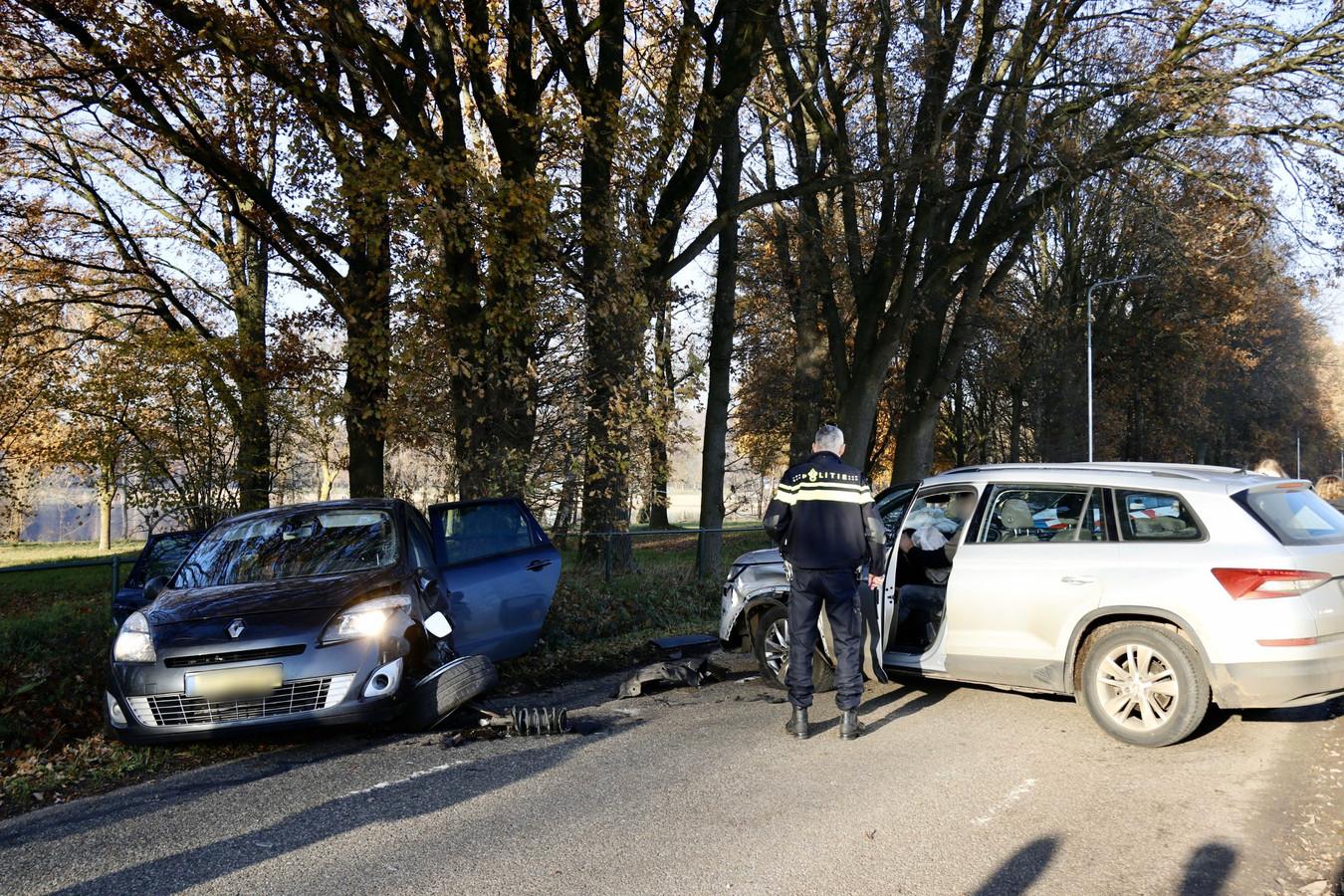 De auto's na het ongeluk aan de Pastoorsdijk.
