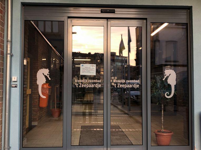 De deuren van stedelijk zwembad 't Zeepaardje zouden al zeker tot Pasen gesloten blijven.