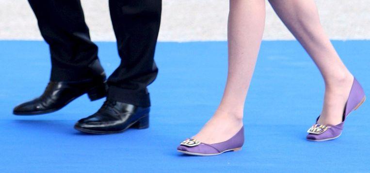 Sarkozy in 2008 op 'hoge' hakken met zijn vrouw Carla Bruni op platte schoenen. Beeld anp
