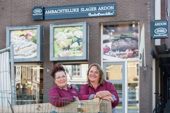 Anita Crezee (links) en Dian Ardon nemen de slagerij over.