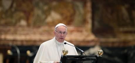 Paus waarschuwt bisschoppen Italië: Geen homo's in priesteropleiding
