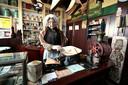 In museum Willem van Strijen in Zevenbergen is een kruidenierswinkel van rond 1900 ingericht.
