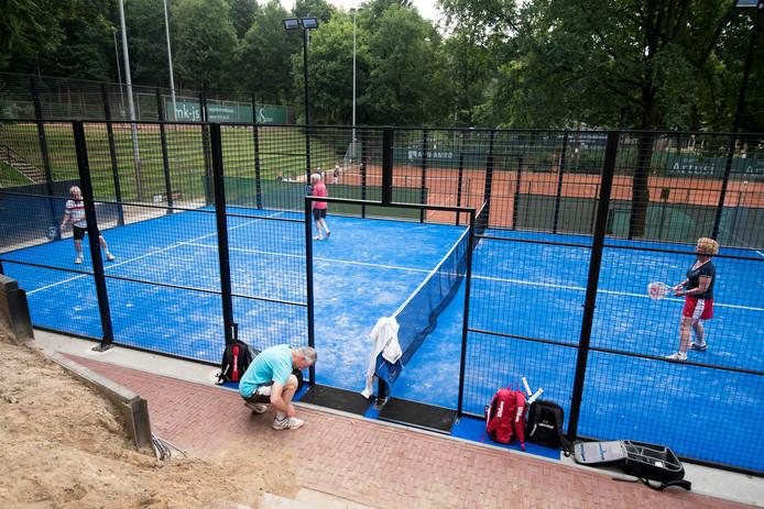 Tennisvereniging Beekhuizen in Velp heeft in juli 2016 als eerste in de regio een padelbaan in gebruik genomen. Doesburg krijgt dit jaar een padelveld. TV Didam hoopt komend jaar bij het 50-jarig jubileum een padelveld in gebruik te kunnen nemen.
