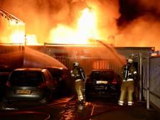 Uitslaande brand bij autobedrijf op bedrijventerrein Den Dolder