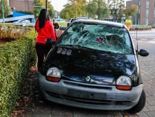Fietser geschept door auto in Dongen, met hoofdwond naar ziekenhuis