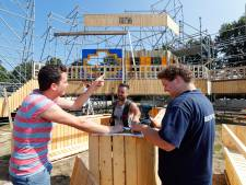 Mix van vrijwilligers werkt goed bij Zum Schluss in Someren-Eind