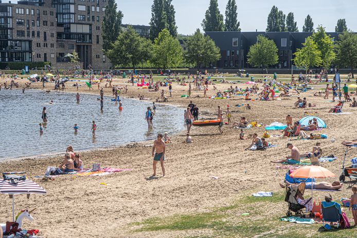 Archieffoto Milligerplas Zwolle. De gemeente raadt af om hier te gaan zwemmen.