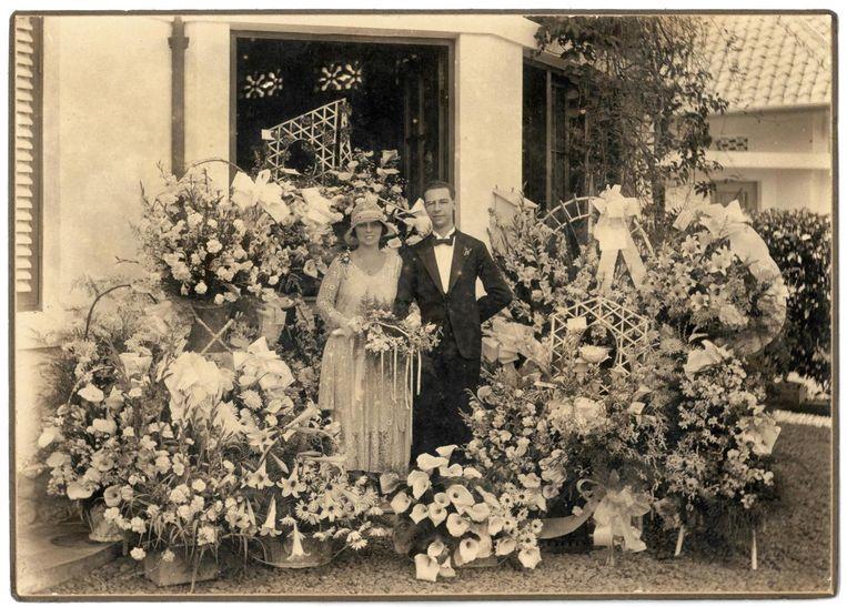 Huwelijksfoto van de grootouders van de auteur, Bandung, 1930. Beeld null