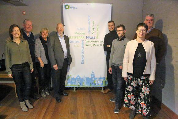 Het schepencollege dat vanaf 2019 Halle bestuurt: Dieuwertje Poté (CD&V), Christophe Merckx (CD&V), Peggy Massien (Sp.a), burgemeester Marc Snoeck (Sp.a), Pieter Busselot (CD&V), Bram Vandenbroecke (Groen), Marijke Ceunen (Groen) en Johan Servé (Sp.a).