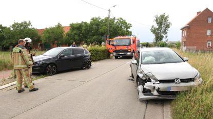 Bevriende bestuurders botsen aan wegversmalling