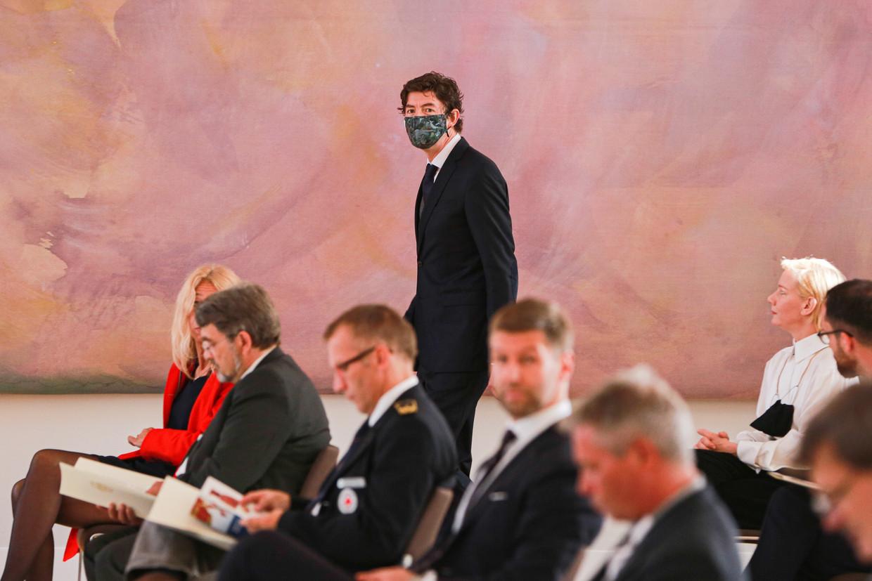 Viroloog Christian Drosten (48) kreeg donderdag in Berlijn het Bundesverdienstkreuz uitgereikt. Beeld EPA