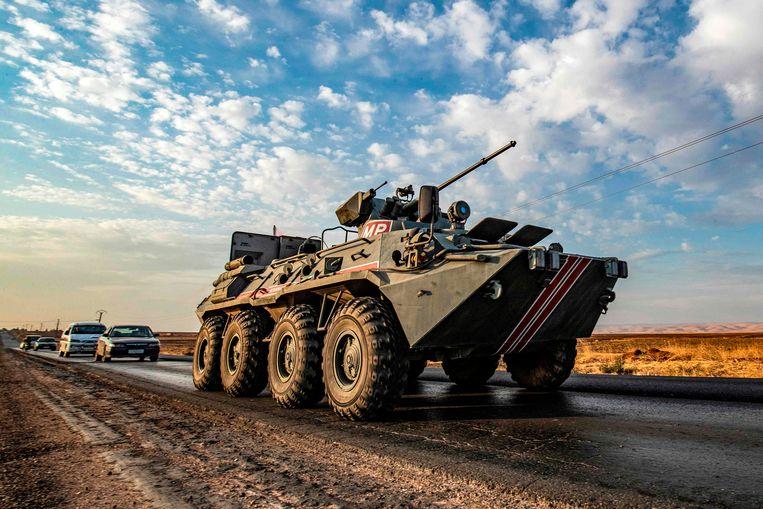 De Russische militaire politie patrouilleert nu langs de grens met Turkije in Syrië om het bestand te doen naleven. Toch wordt er op sommige plaatsen nog verder gevochten.