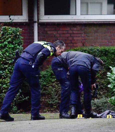 Politie begint met fouilleren rond scholen en winkelcentra in Ridderkerk vanwege messengeweld
