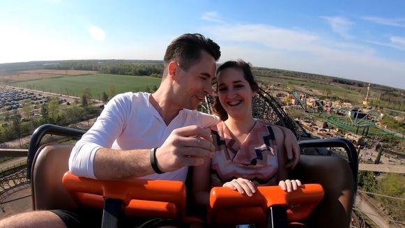 Huwelijksaanzoek op een achtbaan